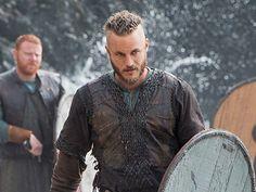 Ragnar is HOT!  Vikings Ragnar (Travis Fimmel)