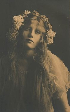 Victorian bohemian beauties. I love the combination of elegance and ...