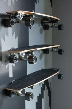 Longboard Storage Idea by: Garage Pictures From HGTV Urban Oasis 2015 Skateboard Storage, Skateboard Diy, Boys Skateboard Room, Skateboard Furniture, Surfboard Storage, Garage Pictures, Teenage Room, Kids Bedroom, Bedroom Ideas