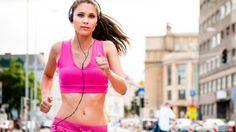 Mit Ausdauersport zu beginnen, um überschüssige Kilos loszuwerden, ist sicher eine gute Idee - und das nicht nur wegen der verbrauchten Kalorien. Wie und warum laufen wirklich schlank macht, hat uns Sportwissenschafter und Triathlet Mag. Herwig Reupichler verraten ...Von Christof Domenig
