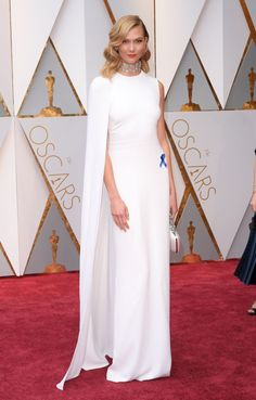 Karlie Kloss protests Trump's immigration ban at the 2017 Oscars