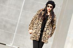IMG_7564-leopardo-faux-pelliccia-animal-print-cappello_di_lana_nero-labbra_rosso-rossetto-trucco.jpg (700×467)