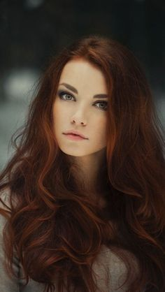 """Auburn hair color is a variation of red hair color but is more brownish in shade. Just like the ombre,Read More Flattering Auburn Hair Color Ideas"""" Auburn Balayage, Dark Balayage, Hair Color Auburn, Auburn Red, Long Auburn Hair, Light Auburn, Corte Y Color, Cool Hair Color, Trendy Hair Colors"""
