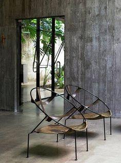 Flavio de Carvalho chair in a Paulo Mendes da Rocha space. The chairs! Design Furniture, Chair Design, Modern Furniture, Home Furniture, Brutalist Furniture, Antique Furniture, Interior Desing, Interior Architecture, Interior And Exterior