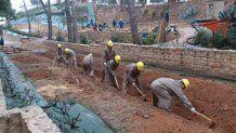 Excavación de zanja para vía.