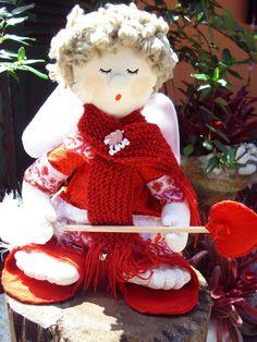 Cupido para jogar no lugar do buque confeccionado em tecido e roupas de feltro altura 29 cm R$50,00