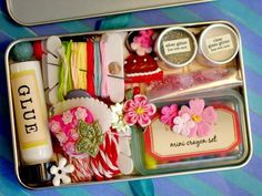 Sun Scholars: 38 Uses for Tin Boxes ~ this idea rocks! Mini Craft, Craft Box, Craft Kits, Craft Supplies, Craft Projects, Craft Ideas, Cute Crafts, Crafts For Kids, Diy Crafts