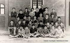 Alumnos del Colegio Juan Bautista Zabala, probablemente 1954.   Los profesores: a la izquierda, Esteban Arce (del grupo de los mayores -tercera y cuarta fila-) y a la derecha, Juan Gonzalo (del grupo de los pequeños -primera y segunda fila)