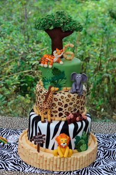 A Jungle Safari Cake With A Surprise Inside - Sweet Dreams and Sugar Highs - Jungle safari birthday cake - {hashtag} Jungle Safari Cake, Safari Birthday Cakes, Jungle Theme Birthday, Jungle Theme Parties, Safari Cakes, Jungle Party, Zoo Birthday Cake, Jungle Theme Cakes, Adult Safari Party