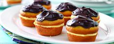 - Learn how to make these delightful Boston Cream Pie Minis! Fill the cupcakes wit… Learn how to make these delightful Boston Cream Pie Minis! Fill the cupcakes with vanilla, and then top them with chocolate for the perfect finishing touch! Kraft Foods, Kraft Recipes, Pie Recipes, Family Recipes, Instant Pudding, Köstliche Desserts, Dessert Recipes, How To Stack Cakes, Mini Foods