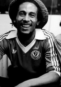 Bob Marley in Palmeiras Adidas jersey. Adidas Vintage, Adidas Soccer Jerseys, Football Shirts, Fotos Do Bob Marley, Bob Marley Pictures, Vintage Bob, Robert Nesta, Nesta Marley, Football Images