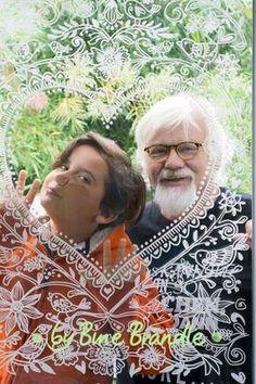 """Zartes Herz als toller """"Foto-Rahmen"""" am Fenster. Das Motiv ist ganz einfach mit abwischbaren Kreidemarkern auf die Scheibe gemalt. Eine fantastische Deko für Frühling, Sommer, besondere Anlässe und Feste, Hochzeit, Geburtstag, Valentinstag ... Mit Hilfe der tollen XXL- Vorlagen von Bine Brändle die Motive auf die Fensterscheibe abpausen. Ein riesengroßer Spaß für die ganze Familie! Das Herz - Ornament ist aus der Vorlagenmappe: """"Sonnentage & Blütenträume"""""""