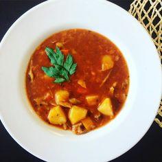 Zdravý guláš z hlívy ústřičné recept | Vaření.cz Thai Red Curry, Fig, Delish, Vegan Recipes, Lunch, Ethnic Recipes, Pregnancy, Vegane Rezepte, Eat Lunch