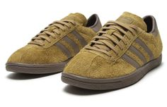 """The adidas Tobacco has returned to retailers in a """"Wheat"""" colorway. Boat Shoes, Men's Shoes, Cheap Sneakers, Desert Boots, Brown Shoe, Sports Shoes, Shoe Game, Shoe Collection, Casual Shoes"""