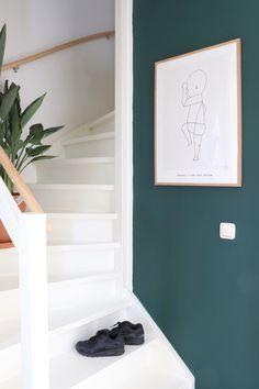 Quiet Clearing in de hal - De trend kleur 2019 van Histor Interior Design Tips, Interior Inspiration, Hallway Paint Colors, Hallway Designs, Modern Stairs, Interior Stairs, Interior Doors, Home Additions, Hallway Decorating