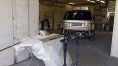 Range Rover en préparation peinture. Carrosserie inter-union - 53 route de suisse, 1295 Mies Tél.022 755 45 30 - Fax. 022 779 03 28 Site internet: www.interunion.ch