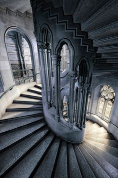 Spiral Staircase at Manchester Town Hall, England, UK. Architecture Antique, Futuristic Architecture, Beautiful Architecture, Beautiful Buildings, Art And Architecture, Beautiful Places, Manchester Town Hall, Stairway To Heaven, Ravenclaw