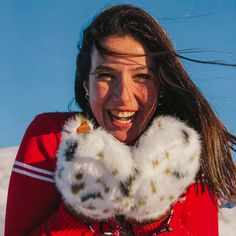 This model is the cold weather choice of Bliss's pro team. The perfect combo of style, warmth and functionality. Cold Weather, Loom, Bliss, Gloves, Coral, Black And White, Female, Unique, Women