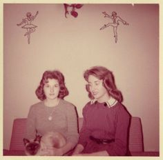 Circa 1960 (Everyday Life in the Past) Vintage Love, Vintage Colors, Vintage Images, Old Fashioned Photos, Mazzy Star, Girls Slip, Film Inspiration, Famous Girls, I Love Girls
