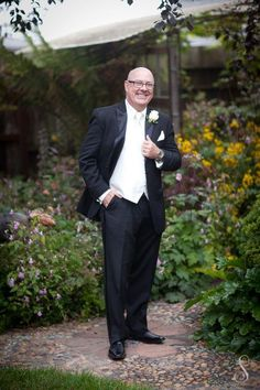 Portraits by Shanti Duprez / Groom photography in the garden