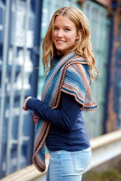 Lace shoulder scarf in a pattern mix - free knitting instructions Lace shoulder scarf in a pattern mix – free knitting instructions Shawl Patterns, Knitting Patterns, Knitting Socks, Free Knitting, Ravelry, Big Knit Blanket, Big Knits, Lace Scarf, Ponchos