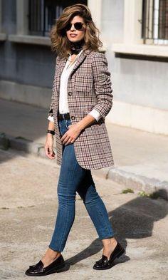looks de oficina. Blazer de cuadros + camisa blanca + jeans Source by outfits oficina Spring Work Outfits, Casual Work Outfits, Business Casual Outfits, Preppy Outfits, Office Outfits, Chic Outfits, Fashion Outfits, Semi Formal Outfits, Blazer Outfits