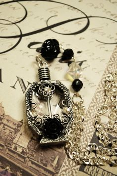 Victorian Perfume bottle necklace | Colliers de bouteille de parfum