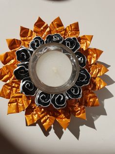 Clothes Pin Wreath, Ely, Projects To Try, Wreaths, Recycling, Crowns, Paper Envelopes, Candles, Crafting