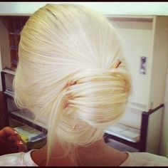 the prettiest blonde ever!!!love this color