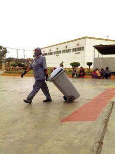 Limpieza en un Hospital del Agustino en Lima