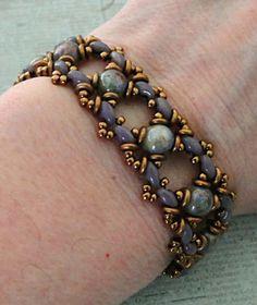 Linda's Crafty Inspirations: Bracelet of the Day: Ivy Bracelet Variation - Chalk Blue Luster
