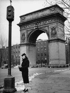 Vincent Millay standing in front of the Washington Square Arch. Photograph by Alfred Eisenstaedt. New York City, Marhc Edna St Vincent Millay, Poetry Society, Washington Square Park, Travel Music, Old Paris, Greenwich Village, Classic Literature, French Chic, Big Ben