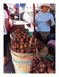 The unique fruit of Indonesia: Salak Bali (Snake skin fruit) at Sukawati market, Bali. Copyrights Vivi Kembang Tanjoeng.