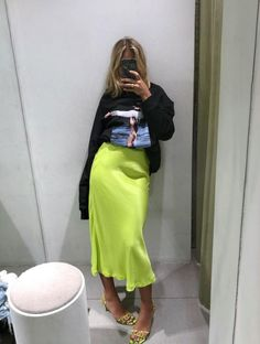 Neon skirt in trends 2019 hashtags Neon Outfits, Casual Outfits, Cute Outfits, Fashion Outfits, Fashion Trends, Summer Outfits, Trending Fashion, Sweater Outfits, Fashion Ideas