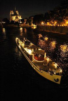 Take a dinner: Don Juan II restaurant  – Yachts de Paris