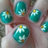 Daisy - from the It's So Easy Nail Art Gallery