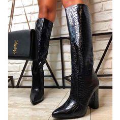 Μπότα Serena croco από συνθετικό κροκό δέρμα σε χρώμα μαύρο. Το πέλμα της είναι πολύ μαλακό και το τακούνι της είναι τετράγωνο, σταθερό ύψους 11 εκ. Οι συγκεκριμένες μπότες αποτελούν ιδανική επιλογή για τα casual chic looks. Μπορούν να φορεθούν πρωί-βράδυ με jeans, κοντές φούστες ή oversized πουλόβερ σε στιλ φορέματος. Knee Boots, Combat Boots, Casual Chic, Shoes, Fashion, Casual Dressy, Moda, Zapatos, Shoes Outlet