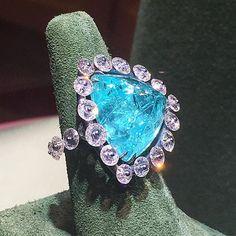 The Eye Of Jewelry. SPEECHLESS @suzannesyzartjewels #ring #paraiba #diamond #diamondring #highjewelry #theiofj #pfw #theeyeofjewelry #easytowear #stunning