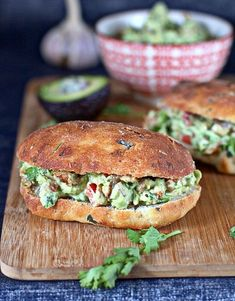 sandwich with chicken and avocado Chicken Avocado Sandwich, Salad Sandwich, Tasty, Yummy Food, Cooking Recipes, Healthy Recipes, Food Dishes, Love Food, Breakfast Recipes
