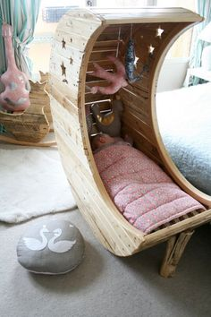 Moon-Shaped-Baby-Cradle-1