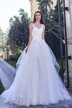 Wedding gown by Chic Nostalgia.