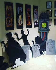 Welcome foolish mortals to the haunted apartment. Halloween Prop, Disney Halloween Parties, Disney Halloween Decorations, Halloween 2019, Holidays Halloween, Halloween Crafts, Halloween Inspo, Haunted Mansion Disney, Haunted Mansion Decor
