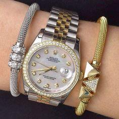 Two tone #Rolex Datejust paired with @infinitybraceletuk perfect for a #fashion #women. 305-377-3335 info@diamondclubmiami.com www.diamomdclubmiam.com We buy any #luxurywatch watch or #jewellery #rolexaholics #mondani #miami #watches #watchgeek #womens #instawatch #womw #style #womenstyle #lovewatches #wristshot #preppy #luxury #styleoftheday #fashionworld #fashionwomen By @rolexaholics