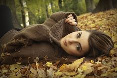 I love everything about this portrait, from the composition, point of view, and most of all the setting. Autumn Photography, Senior Photography, Photography Tips, Portrait Photography, Pattern Photography, Girl Senior Pictures, Senior Girls, Fall Pictures, Fall Photos