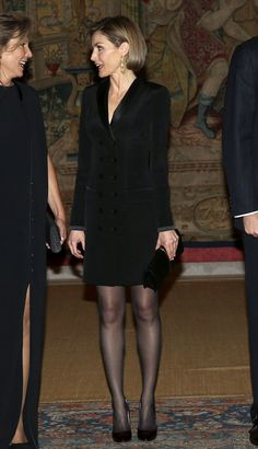 Queen Letizia of Spain attends the official reception of a dinner to Colombian President Juan Manuel Santos and his wife Maria Clemencia Rodriguez held at El Prado Palace in Madrid Fashion Idol, Girl Fashion, Fashion Outfits, Kate Middleton Legs, Spanish Queen, Cool Tights, Style Royal, Estilo Real, Laetitia