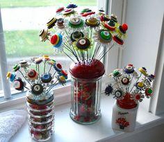 http://picturescrafts.com/25-best-button-crafts-ideas/