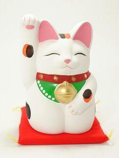 Maneki-neko Mansuke. Made of ceramic. Height: 17cm (6.7in)