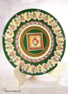 GREEN PLATE WITH MOSAICS - Green plate decorated with Calambour paper. /// PIATTO VERDE CON MOSAICI - Piatto, colore verde, decorato con la carta per il decoupage di Calambour http://www.calambour.it/en/our-papers/paper-for-classic-decoupage/ad.html#!AD_007