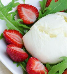 Salad recipies: mozzarella-cheese and strawberry salad/mozzarella-mansikkasalaatti