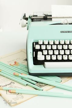 mint vintage typewriter and matching pencils - minty eye candy  Sylloves...: Syl*s happy vintage SHOP